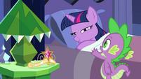 Twilight e Spike ''amanhã será um grande dia'' EG