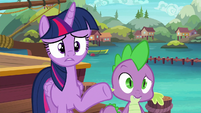 Twilight fixing her friends' friendship emergency S6E22