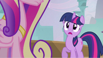 Twilight spots Cadance S2E25