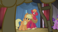 Applejack looking S4E20