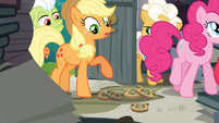 Applejack notices horseshoes S4E09