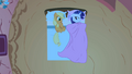 Rarity hogging the covers S1E08.png
