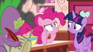 S06E22 Pinkie wyczuwa dym