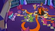 S07E24 Przyjaciele Starlight grają w realistyczną Smoczą Jamę