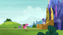 Starlight Glimmer comes out of the castle S7E4