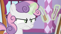 Sweetie Belle annoyed and breaks her baton S6E4
