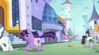 Twilight and Spike race through Canterlot S9E5