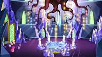 Twilight beholds the throne room chandelier S5E3