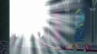 Bright light outside throne room window S9E24