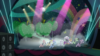Coloratura sings --Give me more-- S5E24