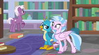 Gallus and Silverstream in the Spell-venger Hunt S8E15