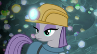 Maud Pie looking over at Pinkie Pie S7E4