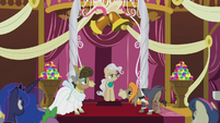 Mayor Mare about to start the ceremony S5E9