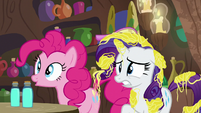 Pinkie Pie interested; Rarity nervous S7E19