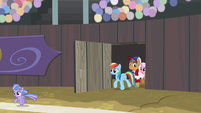 RD, Quibble, and Sky entering the field S9E6