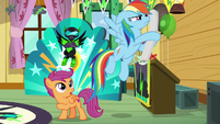 Rainbow grabs Scootaloo's poster S8E20