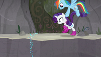 Rainbow sets Rarity down on the mountain S8E17