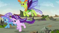 Starlight, Trixie, and Thorax running toward Pharynx S7E17