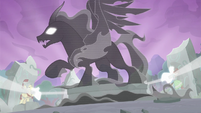 The Pony of Shadows watching the Pillars' spell S7E25