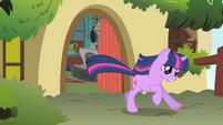 Twilight runs after Philomena S01E22