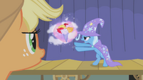 Applejack watches The Great and Powerful Trixie S01E06