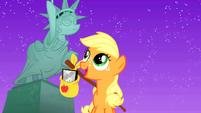Filly Applejack in Manehattan 3 S01E23