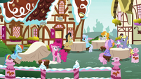 Rainbow Dash tosses pies to other cafe tables S7E23