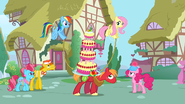 Rainbow and Fluttershy helping S2E24