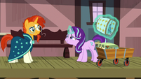 Starlight levitates Sunburst's luggage into the cart S7E24