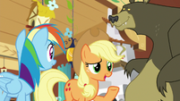 """Applejack """"happy to offer my extra hooves"""" S7E5"""