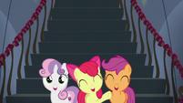 Cutie Mark Crusaders cheer for Rainbow Dash S6E7