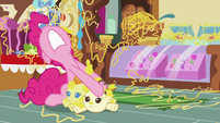 Pinkie trying to pry Cake twins off the floor S7E19