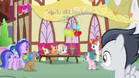 Rumble notices the Cutie Mark Crusaders in town S7E21
