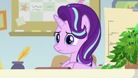 Starlight with a blank, worried stare S9E20