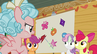 Sweetie Belle points at element of loyalty S8E12
