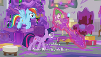 Twilight trying to get goo off of Spike S8E16