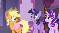 "Applejack ""I'm popular, Twilight!"" S7E14"