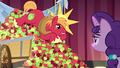 Big Mac sings while lying on pile of apples S7E8.png