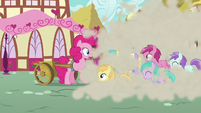 Fillies stampede past Pinkie and Rainbow S7E23
