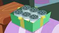 Mrs. Cake's new sprinkle shakers S8E12