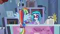 Rainbow Dash buying the guitar EG2.png