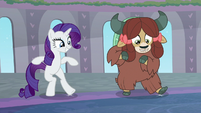Rarity and Yona tap-dancing S9E7