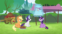 Rarity levitating dress S4E10