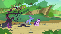 Starlight and Trixie enter the Changeling Kingdom S7E17