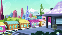 Train stops at Crystal Empire S3E12