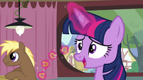 Twilight levitating horseshoe-shaped foods S4E15