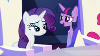 Twilight passes behind Pinkie's throne S5E22