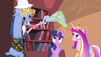 Discord about to put map shaped like a hat on Twilight S4E11