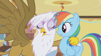 Gilda hugs Rainbow Dash S1E05