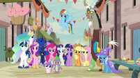 Mane Six, Spike, Trixie, Discord, and royalty in Our Town S6E26